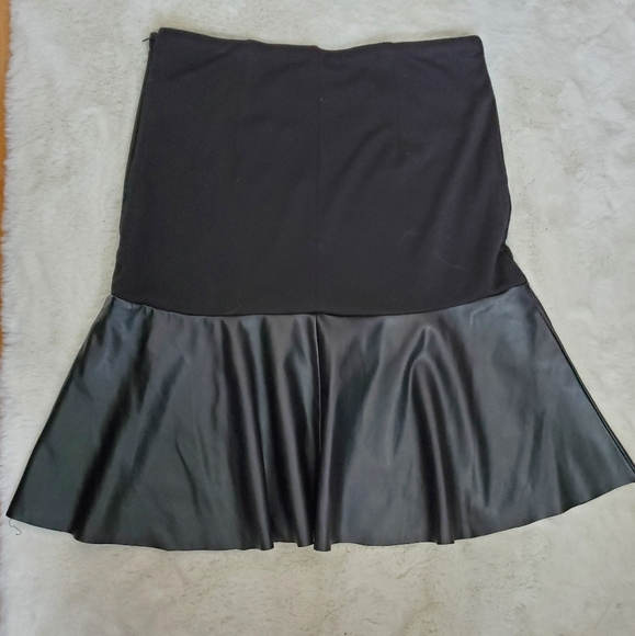 San Francisco Faux leather ruffle skirt sz S